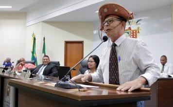 Prefeito adere ata de quase 1 milhão e vereador protesta com chapéu em Anchieta-ES