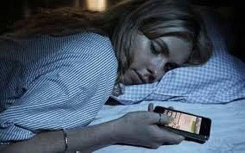 Estudo inédito aponta que metade dos capixabas usam celular antes de dormir