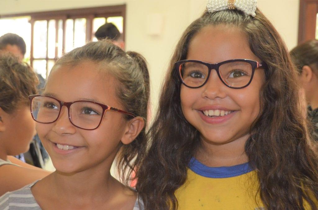 Programa da Unimed doa óculos de grau a Alunos de Marataízes