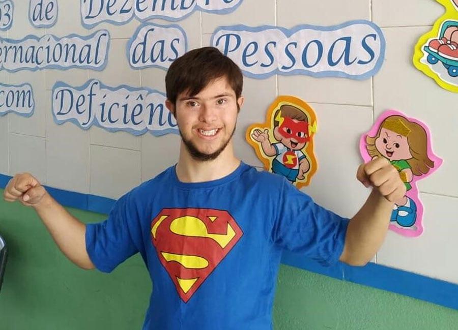 """Escola Santíssima Trindade trabalha inclusão com o tema """"Ser diferente é legal"""""""